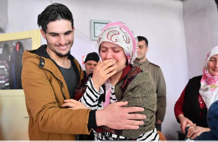 لحظات عاطفية في لقاء شاب سوري وسيدة تركية أنقذها (شاهد)