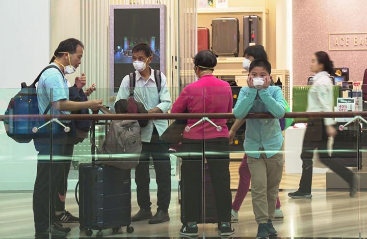 أجهزة لتعقب الوباء بسنغافورة بدلا من تطبيقات الهواتف الذكية
