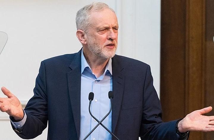 حزب العمال البريطاني يعلق عضوية جيرمي كوربين.. والأخير يرد