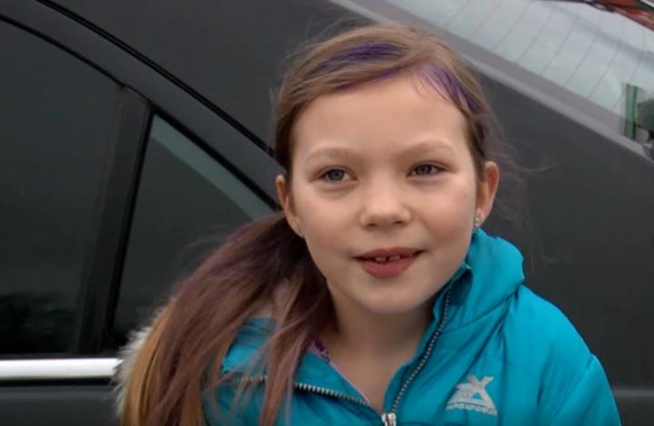 طفلة أمريكية تبيع الحلويات لدفع تكاليف جنازة والدها (شاهد)