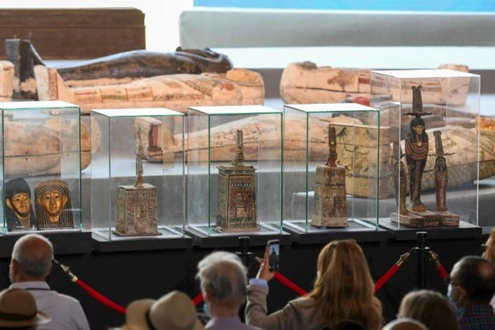 """اكتشاف معبد جنائزي وآبار فرعونية في """"سقارة"""" بمصر"""
