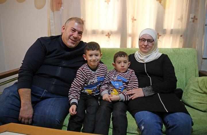 """أطباء أتراك يعيدون البصر لسورية أعمتها """"براميل"""" الأسد"""