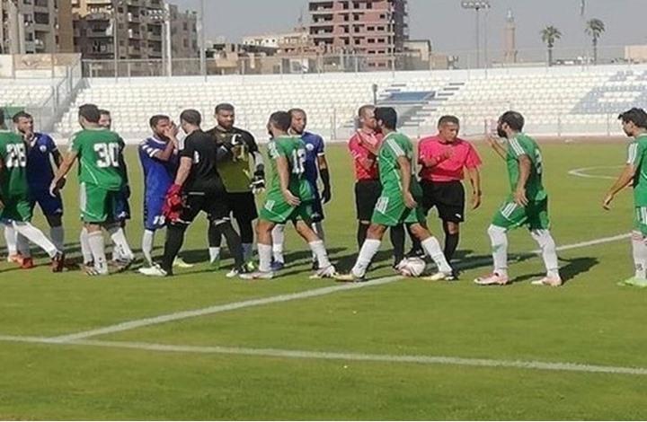وفاة لاعب مصري خلال مباراة بعد ابتلاعه لسانه