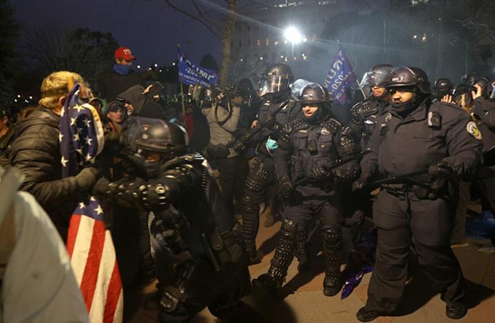 كاتب أمريكي: الولايات المتحدة تواجه خطر الحرب الأهلية