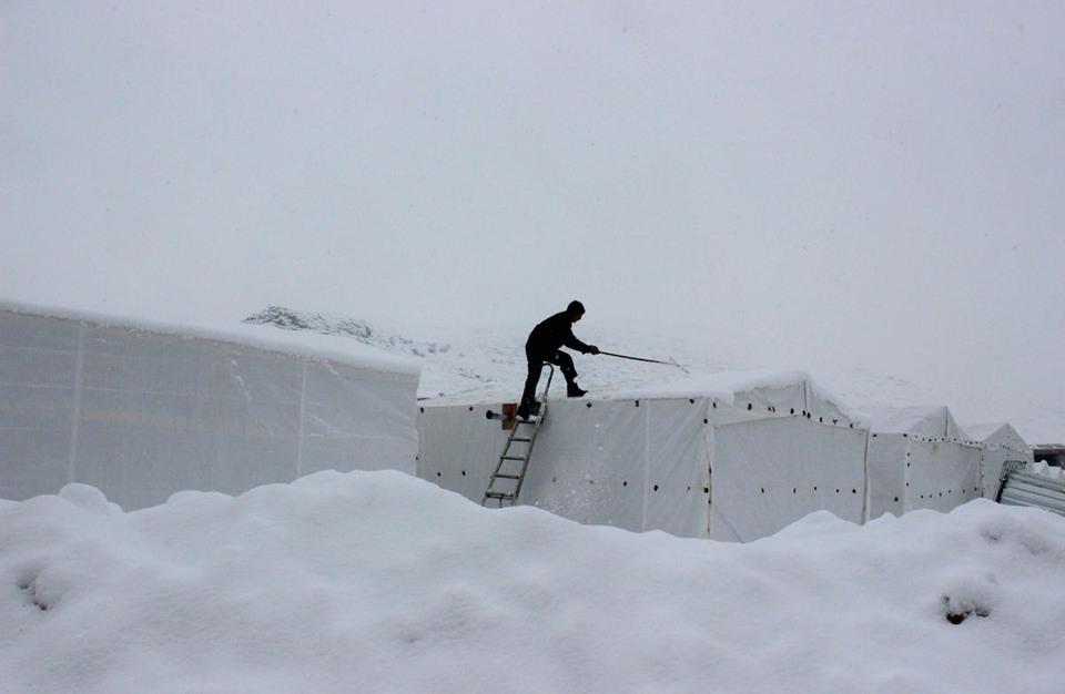 ارتفاع عدد ضحايا الثلوج والفيضانات في باكستان إلى 41