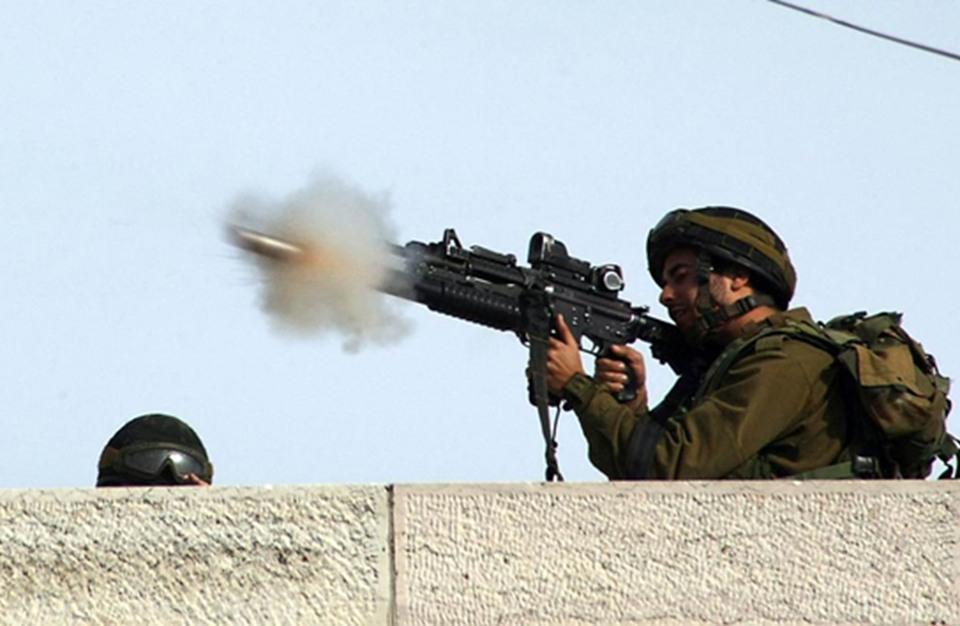 إصابة فلسطينيين برصاص الاحتلال في غزة