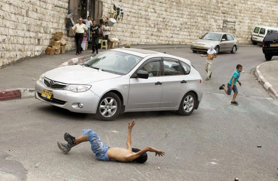 مستوطن يدهس طفلة فلسطينية في الضفة المحتلة
