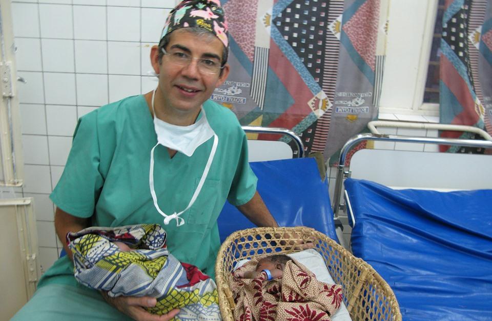 حوار مع الجراح ديفيد نوت منقذ حياة آلاف السوريين