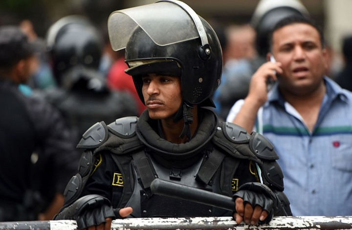 """الداخلية المصرية توقف سارقي بطاريات هاتف """"سيكو"""""""