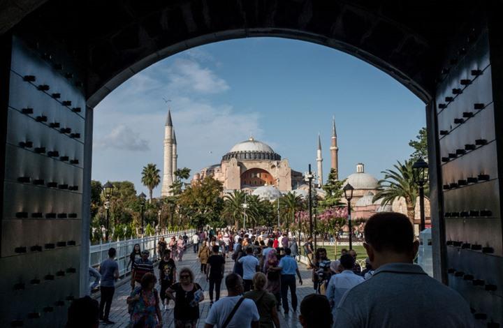 تركيا تحدد موعد عودة السياحة واستئناف الرحلات الجوية