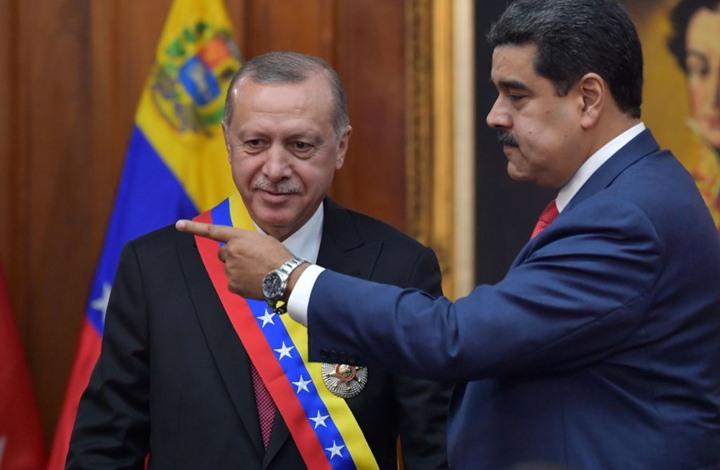 الرئيس الفنزويلي يفاجئ أردوغان بعزف ألحان عثمانية (شاهد)