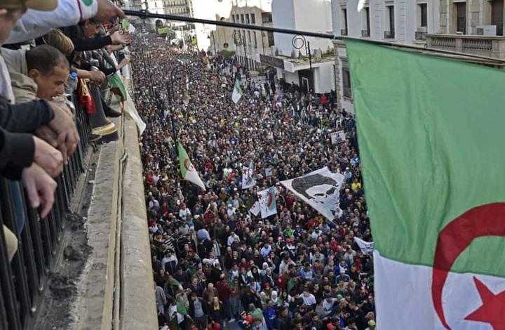 """الجزائر تحدد تاريخ بدء الحراك """"يوما وطنيا"""""""