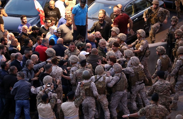 اعتقال نشطاء ببيروت.. ووقفات تطالب بمحاربة الفساد (فيديو)