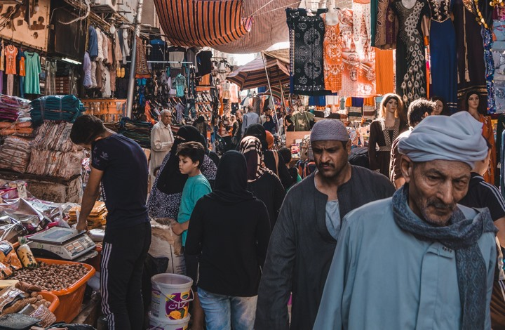 """نظام السيسي يفرض ضرائب على """"اقتصاد الظل"""".. ما الأسباب؟"""