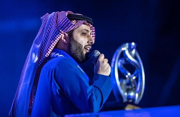 تركي آل الشيخ يغادر في رحلة علاجية خارج السعودية