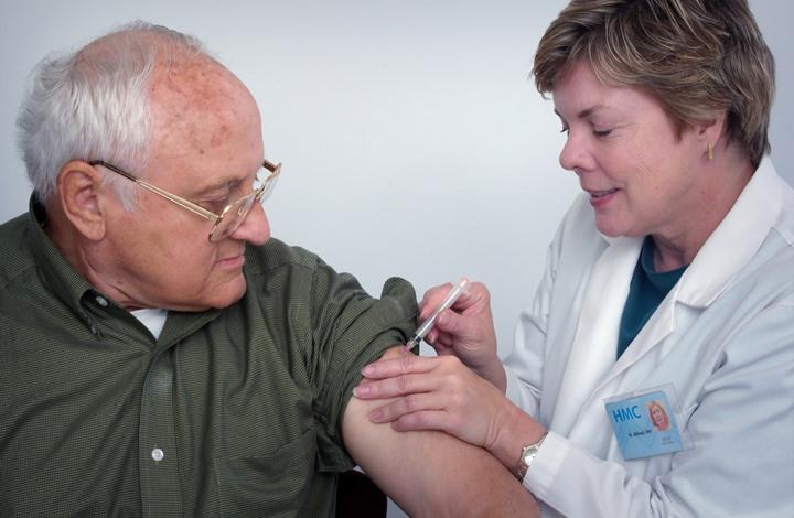 موقع أمريكي يقلل من خطورة الإصابة بالفيروس بعد أخذ اللقاح