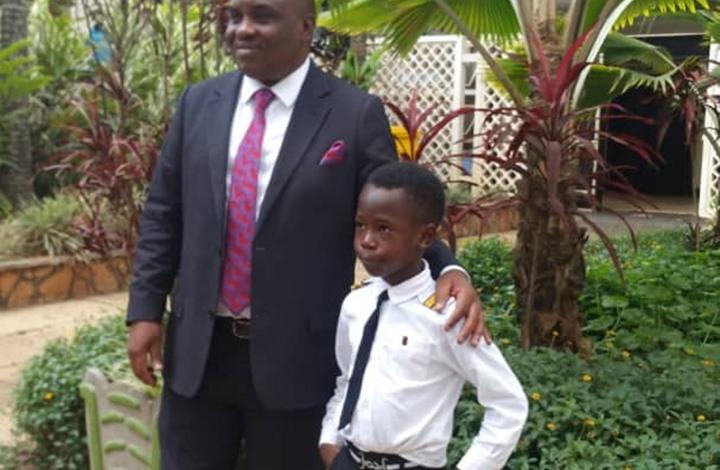 طفل أوغندي في السابعة من العمر يحلق بالطائرة 3 مرات