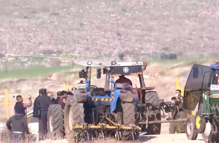 سكان قرية فلسطينية يدخلون أرضهم لأول مرة منذ 46 عاما (فيديو)