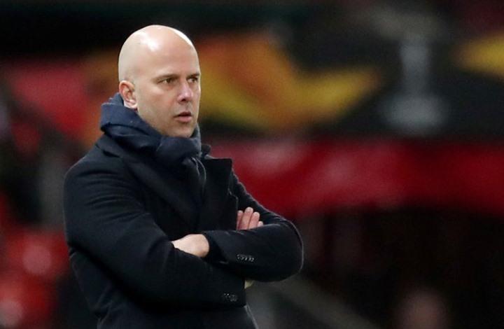 ألكمار الهولندي يقيل مدربه بسبب تفاوضه مع فريق آخر