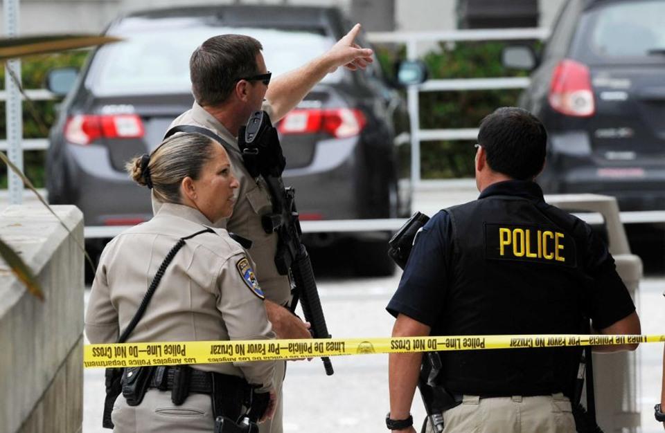 مقتل اثنين وإصابة آخرين طعنا في كنيسة بكاليفورنيا