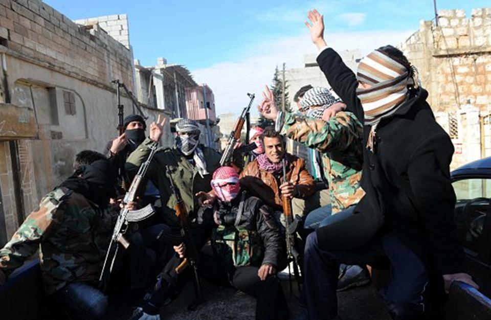 تلغراف: مقاتلون من الحر إلى داعش ويشكون قلة الدعم