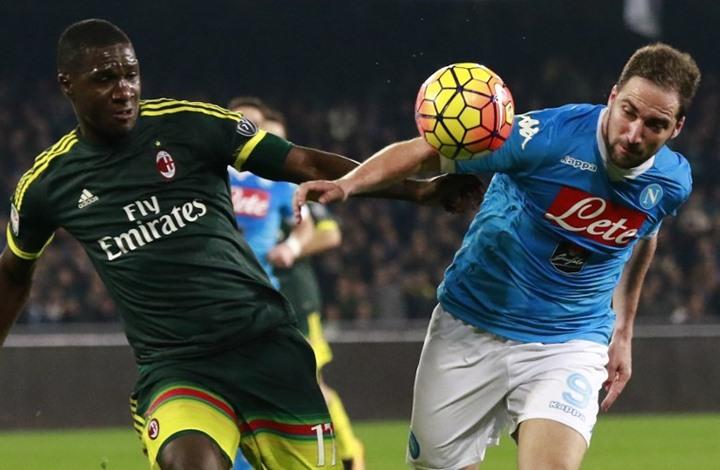 نابولي يتعادل مع ميلانو ويرفض استعادة الصدارة (فيديو)