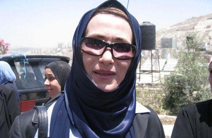 """أمن السلطة يحاول اعتقال نائبة بـ""""التشريعي"""" والأخيرة تعتصم"""