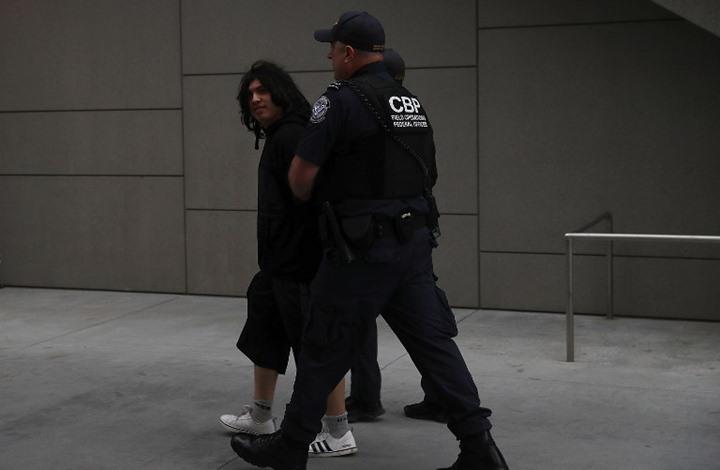 السلطات الأمريكية تعتقل المئات المهاجرين 22017119273412.jpg