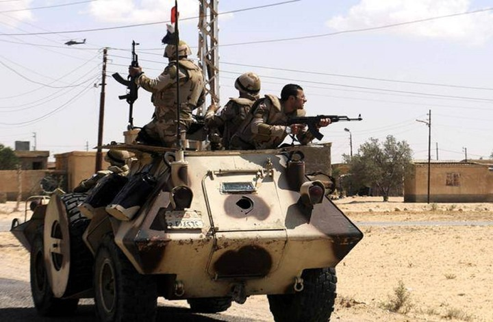 مقتل 3 جنود عسكريين مصريين في تفجير مدرعة بسيناء