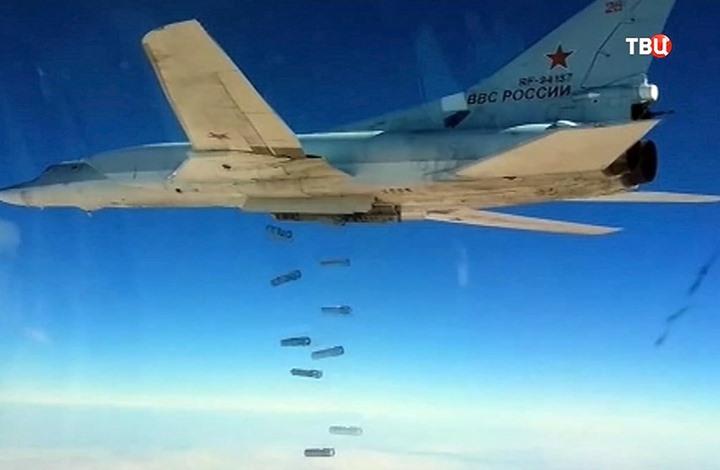 """قاذفات روسية تضرب محيط الرقة ومقتل قيادي لـ""""الدولة"""" بالقائم"""