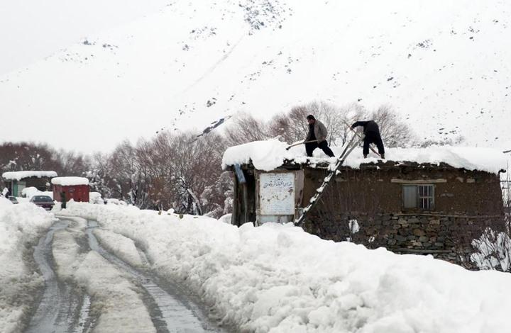 مقتل عشرات بعد أن غطت الثلوج أجزاء من أفغانستان وباكستان