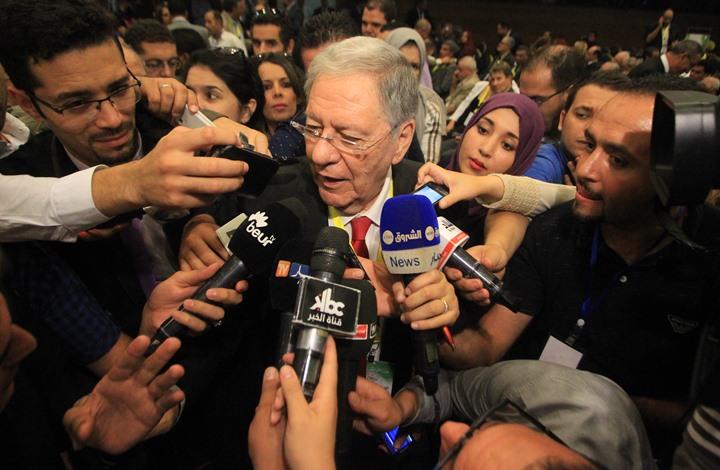 أقيل أم استقال؟ صحف الجزائر تقرأ تنحي رئيس الحزب الحاكم