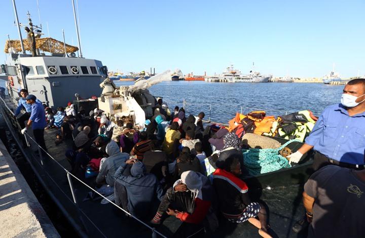 تقرير: ابتزاز جنسي لمهاجرات محتجزات في ليبيا مقابل الطعام