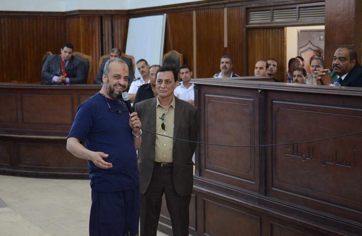 ابتسم البلتاجي فوجه له القاضي تهمة إهانة المحكمة