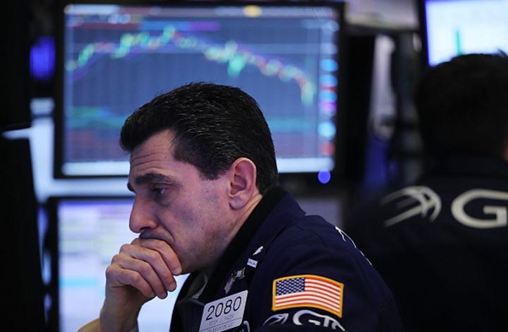 تراجع أسعار الذهب والنفط.. والدولار يواصل مكاسبه