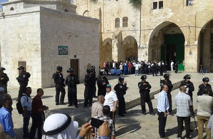 الاحتلال يواصل منع المصلين من الوصول للأقصى لأداء الجمعة