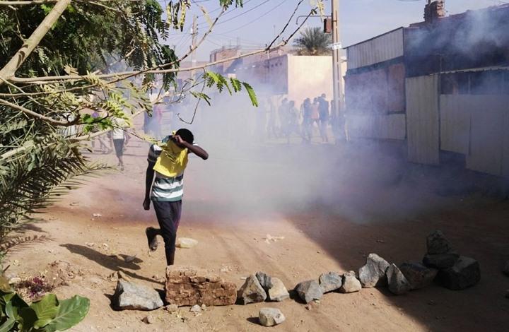 مظاهرات بالسودان أمام مقر الجيش.. والشرطة تقمعها