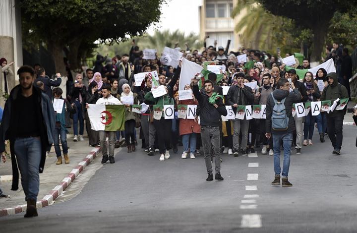 الغارديان: ما الذي يحدث في الجزائر؟