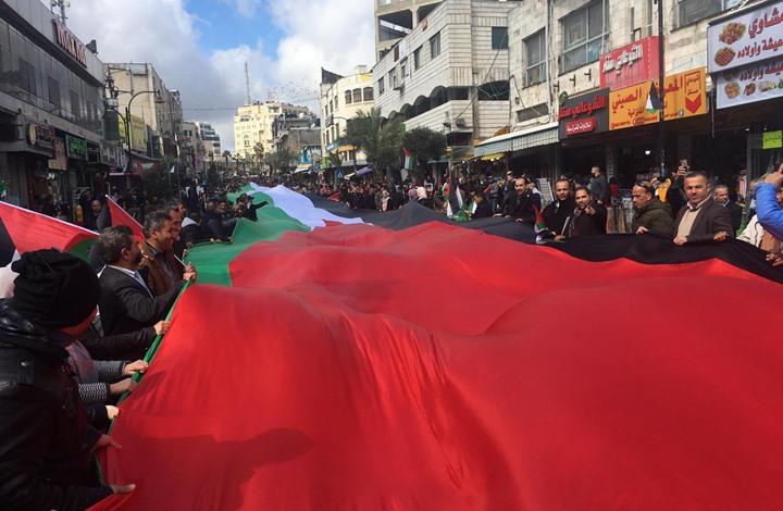 """مسيرات بالضفة ضد """"الصفقة"""" وإصابات بمواجهات مع الاحتلال"""