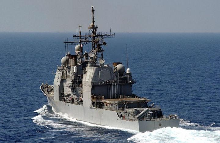 فرقاطة أمريكية تصادر أسلحة في بحر العرب يشتبه بأنها إيرانية