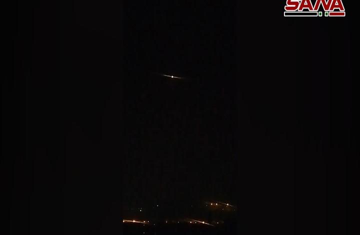 """دوي انفجارات في سماء دمشق و""""سانا"""" تتحدث عن إسقاط أهداف معادية"""
