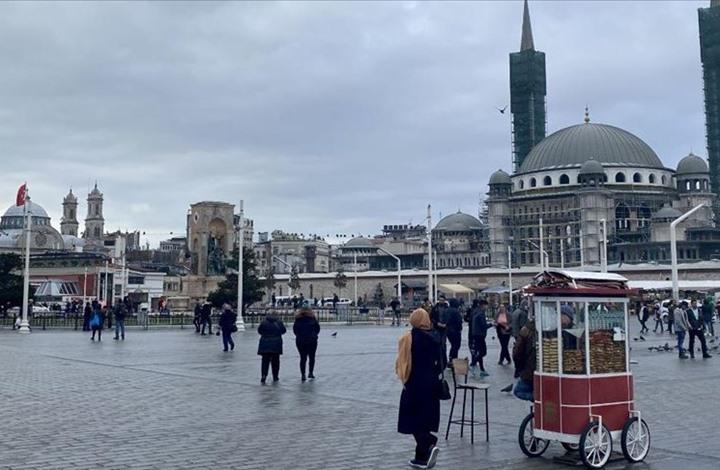 """منطقة """"تقسيم"""" بإسطنبول.. تلاق بين المسجد والكنيسة"""