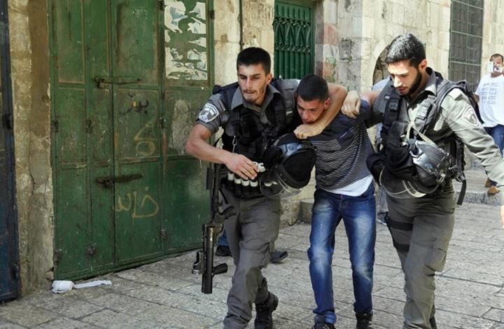 اعتقالات ليلية وإصابات بقمع الاحتلال مسيرة بالأغوار