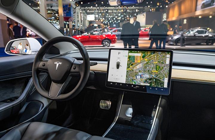 """""""تسلا"""" للسيارات الكهربائية تسعى لإنتاج بطارية لـ""""مليون ميل"""""""