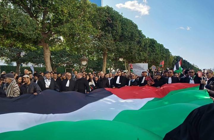 """مسيرة حاشدة في العاصمة التونسية رفضا لـ""""صفقة القرن"""" (شاهد)"""