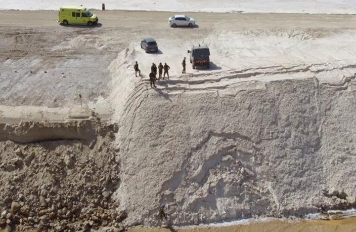 الاحتلال يبني جدارا ملحيا على الحدود مع الأردن (شاهد)