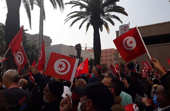 مسيرة ضخمة للنهضة بتونس تطالب بإنهاء الأزمة السياسية