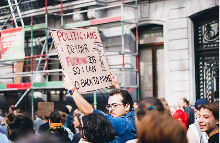 استطلاع: كورونا يقلق سكان العالم أكثر من الفساد السياسي والمالي