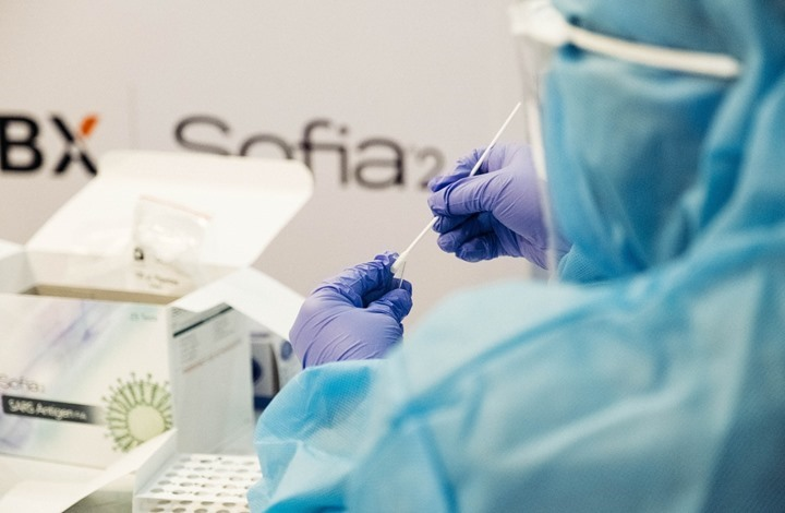 114 مليون إصابة بكورونا.. ولقاح جديد يحصل على تصريح