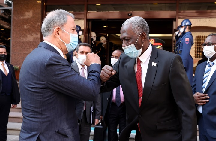 وزيرا دفاع تركيا والسودان يجريان مباحثات عسكرية بأنقرة